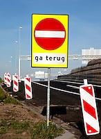 Ga Terug  bord op de snelweg
