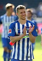 Mitchell Weiser lachend klatschend / Aktion / Oberkoerper Oberkoerper     <br /> / Sport / Football Football / DFL 1.BL Bundesliga Herren / Saison 2017/2018 / 19.08.2017 / Hertha BSC Berlin vs. VfB Stuttgart *** Local Caption *** © pixathlon +++ tel. +49 - (040) - 22 63 02 60 - mail: info@pixathlon.de