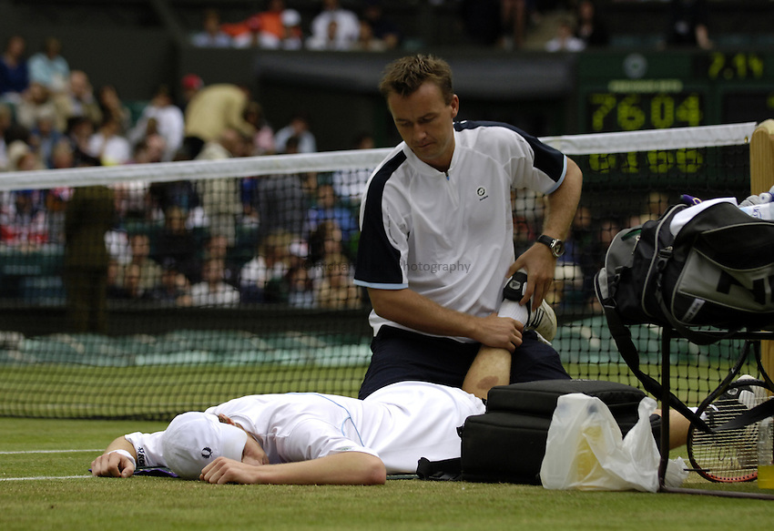 Photo. Jed Wee..Wimbledon Championships. 25/06/2005..Andy Murray receives treatment for injury.