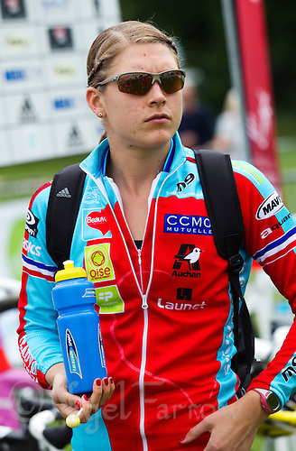 13 JUN 2010 - BEAUVAIS, FRA - Hollie Avil prepares before the start of the Beauvais round of the French Grand Prix triathlon series (PHOTO (C) NIGEL FARROW)