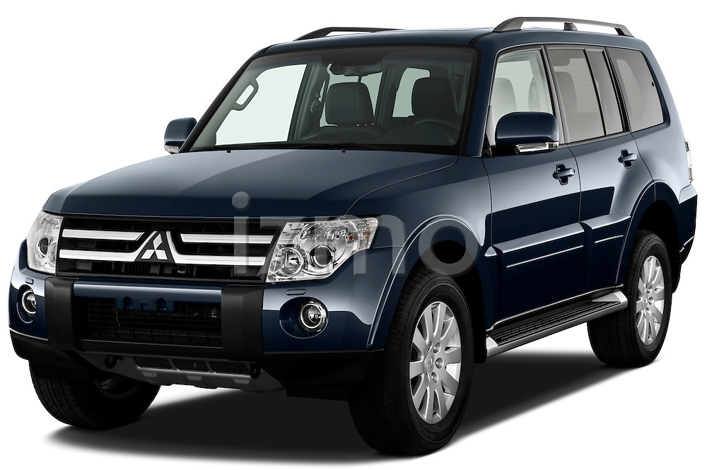 Front three quarter view of a 2009 Mitsubishi Pajero InStyle 5 Door SUV.