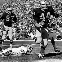 Oakland Raider Marv Hubbard scores TD against the Cincinnati Bengals..(1971 photo/Ron Riesterer)