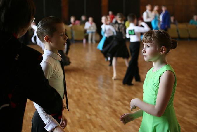 Sascha und Igors Trainerin Valentina Garolidowna ist bei den Auftritten und Wettk&auml;mpfen ihrer Kinder<br /> immer dabei.