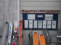 Ski for topptur ved butikken i Bergsjford. ---- Skis outside store in Bergsfjord.