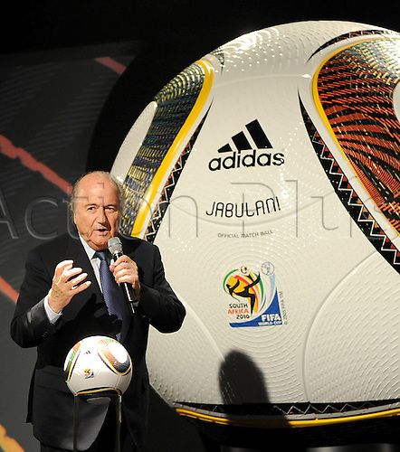 FIFA President Joseph Blatter delivers a speech as Jabulani, the official ball for the FIFA 2010 World Cup South Africa, is handed over in Cape Town, South Africa, 04 December 2009. Jabulani is produced by German company adidas. Photo: BERND WEISSBROD/actionplus. UK Licenses Only.