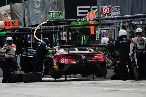 IMSA WeatherTech SportsCar Championship<br /> Continental Tire Road Race Showcase<br /> Road America, Elkhart Lake, WI USA<br /> Sunday 6 August 2017<br /> 86, Acura, Acura NSX, GTD, Oswaldo Negri Jr., Jeff Segal pit stop<br /> World Copyright: Richard Dole<br /> LAT Images<br /> ref: Digital Image RD_RA_2017_034