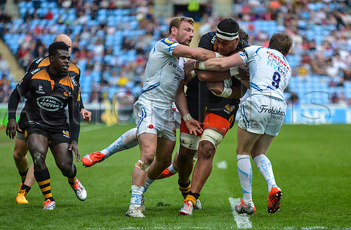 26.04.2015.  Coventry, England.  Aviva Premiership. Wasps versus Exeter Chiefs. Nathan Hughes of Wasps tries to run through Will Chudley of Exeter (right) and Matt Jess of Exeter (left).
