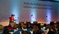 ATENCAO EDITOR FOTO EMBARGADA PARA VEICULO INTERNACIONAL - SAO PAULO, SP, 25 DE OUTUBRO - A ministra do Meio Ambiente Izabella Teixeira durante reuniao da Rede Mulheres Brasileiras Lideres pela Sustentabilidade na manha desta quinta-feira no Centro de Convencoes da Camara Americana de Comercio (AMCHAM) regiao sul da capital paulista. FOTO: ANDREIA TAKAISHI - BRAZIL PHOTO PRESS.