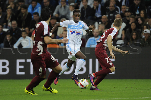 16.10.2016. Marseille, France. French league 1 football. Olympique Marseille versus Metz.  Sarr (OM) takes on the Metz defense
