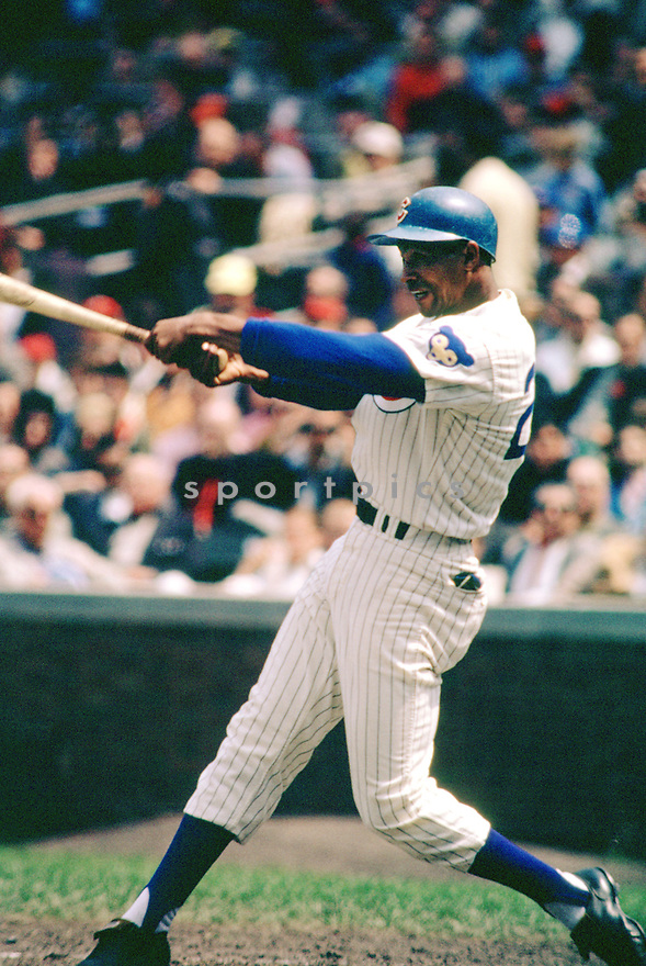 Chicago Cubs Billy Williams (26) during a game from his 1965 season at Wrigley Field in Chicago, Illinois. Billy Williams played for 18 season, with 2 different teams, was a 6-time All-Star and was inducted to the Baseball Hall of Fame in 1987.(SportPics)