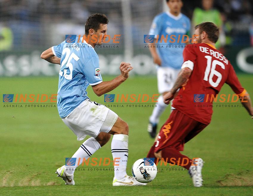 """Miroslav KLOSE Lazio, Daniele DE ROSSI Roma.Roma 16/10/2011 Stadio """"Olimpico"""".Football Calcio Serie A 2011/2012 .Lazio Vs Roma.Foto Insidefoto Andrea Staccioli"""