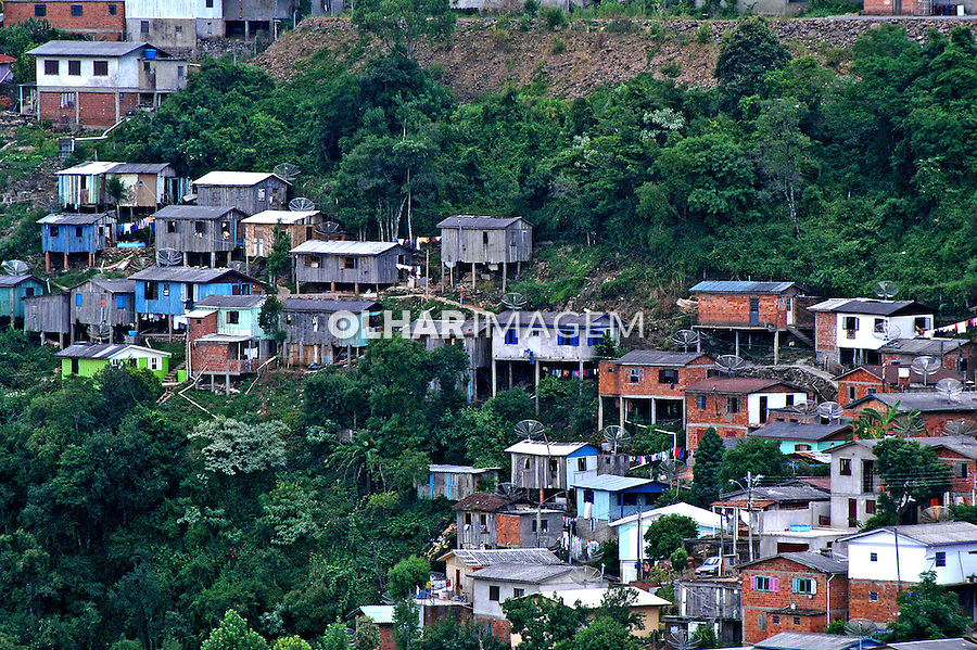 Casas de madeira em Bento Gonçalves. Rio Grande do Sul. 2005. Foto de Thais Falcão.