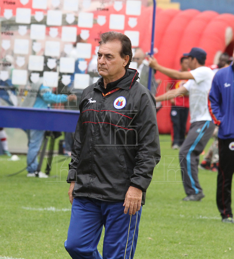 PASTO- COLOMBIA -28 -02-2015: Hector Quintabani, tecnico de Deportivo Pasto, durante partido entre Deportivo Pasto y Deportivo Independiente Medellin por la fecha 7 de la Liga Aguila I 2015, jugado en el estadio Departamental Libertad de la ciudad de Pasto. /  Hector Quintabani, coach of Deportivo Pasto, during a match between Deportivo Pasto and Deportivo Independiente Medellin for the date 7th of the Liga Aguila I 2014 at the Departamental Libertad Stadium in Pasto city. Photo: VizzorImage  / Leonardo Castro / Str.