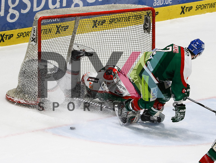 Foul von Brady Lamb (Augsburger Panther #2, re.) an Toni Ritter (EHC Muenchen, im Tor), Markus Keller (Torwart Augsburger Panther #35), Penalty,<br /> <br /> Eishockey, DEL, Augsburger Panther vs. EHC RB M&uuml;nchen, 49. Spieltag, Saison 2014/15, 20.02.2015,<br /> <br /> Foto &copy; P-I-X.org *** Foto ist honorarpflichtig! *** Auf Anfrage in hoeherer Qualitaet/Aufloesung. Belegexemplar erbeten. Veroeffentlichung ausschliesslich fuer journalistisch-publizistische Zwecke. For editorial use only.