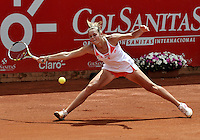 BOGOTÁ - COLOMBIA - 23-02-2013: Karin Knapp de Italia devuelve la bola a Jelena Jonkovic de Serbia, durante partido por la Copa de Tenis WTA Bogotá, febrero 23 de 2013. (Foto: VizzorImage / Luis Ramírez / Staff). Karin Knapp from Italy returns the ball to Jelena Jonkovic from Serbia, during a match for the WTA Bogota Tennis Cup, on February 23, 2013, in Bogota, Colombia. (Photo: VizzorImage / Luis Ramirez / Staff)....................................
