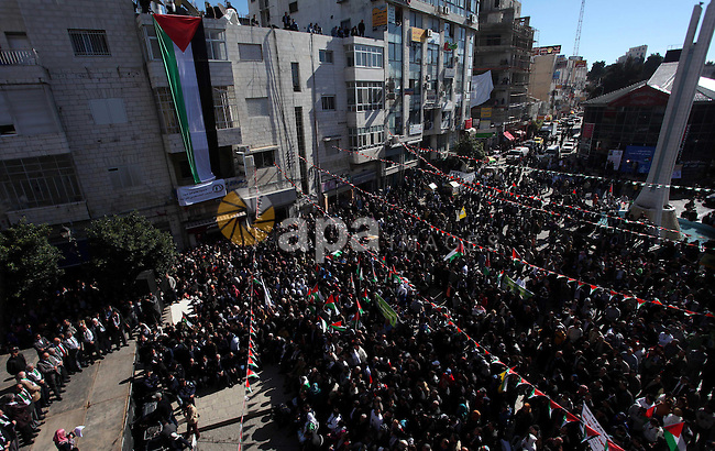 """Palestinians wave their national flag during a rally in the West Bank city of Ramallah on November 29, 2012 to support Palestinian leader Mahmud Abbas who is heading to the United Nations General Assembly today with huge backing for his bid for UN recognition of statehood despite strong US and Israeli opposition. Abbas will make the case for Palestine to become a UN """"non-member observer state"""" and indicate his conditions for talks with Israel in a key speech to the 193-member assembly. Photo by Issam Rimawi"""