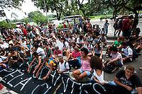 S&Atilde;O PAULO,SP, 29.03.2016 - PROTESTO-ESTUDANTES - <br /> Estudantes realizam protesto na Avenida Paulista, regi&atilde;o central de S&atilde;o Paulo, contra o desvio de recursos da merenda escolar e o fechamento de salas de aula das escolas estaduais de S&atilde;o Paulo, nesta ter&ccedil;a-feira (29). (Foto: Gabriel Soares/Brazil Photo Press)