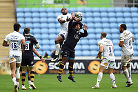 Semesa Rokoduguni of Bath Rugby competes for the ball in the air with Ashley Johnson of Wasps. Aviva Premiership match, between Wasps and Bath Rugby on October 1, 2017 at the Ricoh Arena in Coventry, England. Photo by: Patrick Khachfe / Onside Images