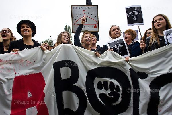 Warszawa 03 pazdziernik 2016 Polska<br /> Tysiace polek zrezygnowaly z pojscia do pracy w ramach Ogolnopolskiego Strajku Kobiet w zwiazku z projektem ustawy o zaostrzeniu prawa aborcyjnego. W wielu polskich miastach odbyly sie liczne demonstracje.<br /> nz. demonstarcja przed siedziba partii Prawo i Sprawiedliwosc pod nazwa Sciana Furii<br /> fot. Filip Cwik / Napo Images<br /> <br /> Warsaw 03 October 2016 Poland<br /> Thousands of women all over the country refused to work in protest against changes in abortion law and demonstrate in many polish cities. In the picture: Demonstrants shouting in front of the polish parliament.<br /> Photo Filip Cwik / Napo Images