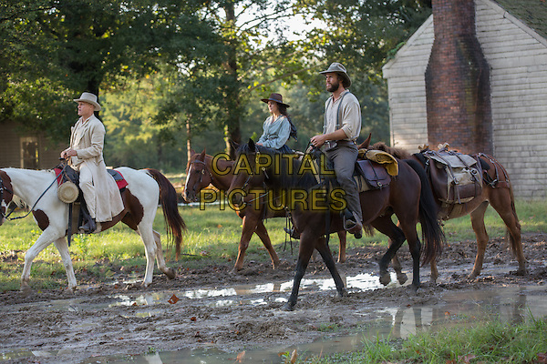 The Duel (2016)<br /> Alice Braga, Woody Harrelson &amp; Liam Hemsworth <br /> *Filmstill - Editorial Use Only*<br /> CAP/KFS<br /> Image supplied by Capital Pictures