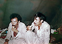 Iraq 1980 .In Toujala, peshmergas eating under a tent  .Irak 1980 .A Toujala, un repas sous la tente