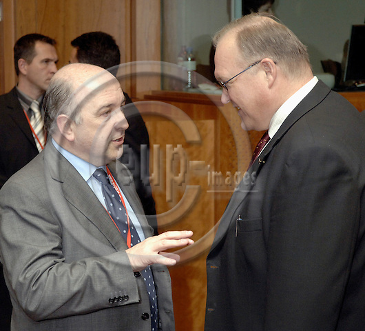Brussels-Belgium - 23 March 2006---European Council, first day/meeting; here, Göran (Goeran) PERSSON (ri), Prime Minister of Sweden, with Joaquín (Joaquin) ALMUNIA, European Commissioner in charge of Economic and Monetary Affairs---Photo: Horst Wagner/eup-images