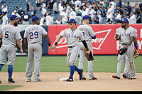 JSX42. Bronx (United States), 25/06/2017.- Texas Rangers designated hitter Shin-Soo Choo of South Korea (C) celebrates with his teammate after they defeated the New York Yankees during their MLB game between the Texas Rangers and the New York Yankees at Yankee Stadium in the Bronx, New York, New York, USA, 25 June 2017. (Corea del Sur, Nueva York, Estados Unidos) EFE/EPA/JASON SZENES