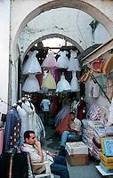 Libyan Arab Jamahiriya   .Tripoli       June 2002.The Medina  Souk Al-Turk .Shop clothes.Libia Tripoli  Giugno 2002.La medina,   Souk Al-Turk .Negozio di vestiti.