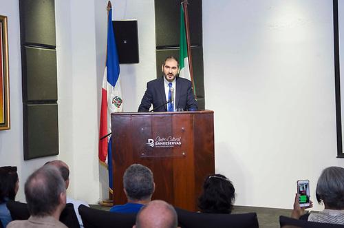 Ángelo Macilletti, director general de la Cámara de Comercio Domínico-italiana, en la inauguración de la muestra cultural Italia – República Dominicana.