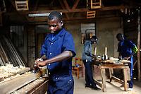 TANSANIA Bukoba, vocational school, carpenter workshop, of St. Theresa Sisters / TANSANIA Bukoba, Projekte der St. Theresa Sisters, Berufsschule bei Igombe, Tischler Ausbildung fuer Jugendliche