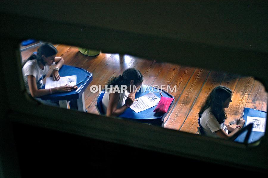 Sala de aula da escola particular Ipiranga em Petrópolis. Rio de Janeiro. 2006. Foto de Luciana Whitaker.