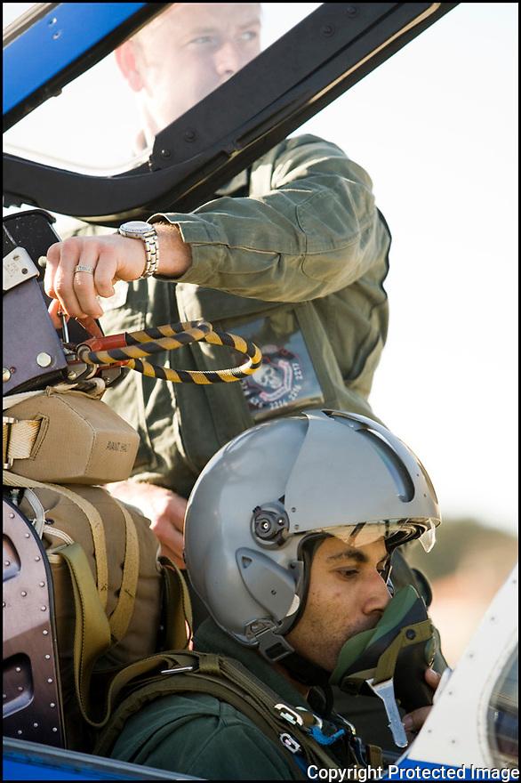 -2008- Salon-de-Provence- Commandant Fabien Coulibaly, leader de la Patrouille de France juste avant le vol