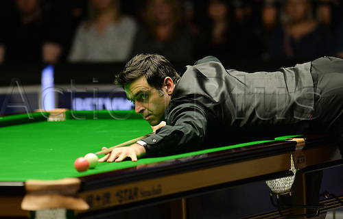 21.02.2016. Cardiff Arena, Cardiff, Wales. Bet Victor Welsh Open Snooker. Ronnie O'Sullivan versus Neil Robertson. Ronnie O'Sullivan pots the pink.