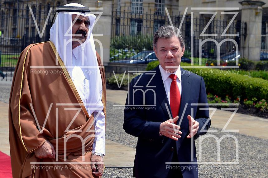 BOGOTA - COLOMBIA- 15-02-2013: Hamad Bin Khalifa Al Thani (L) Emir del Estado de Qatar, Juan Manuel Santos (R), Presidente de Colombia, dialogan en la casa de Nariño en Bogotá, febrero 15 de 2013. Al Thani se encuentra en Colombia en visita oficial por dos días. (Foto: VizzorImage / Javier Casella / SIG)  PARA USO EDITORIAL UNICAMENTE. Hamad Bin Khalifa Al Thani (L) Emir of State of Qatar, Juan Manuel Santos (R), President of Colombia, speaks at the Presidential Palace in Bogota, February 15, 2013. Al Thani is in Colombia on an official visit for two days. (Photo: VizzorImage / Javier Casella / SIG) FOR EDITORIAL USE ONLY..