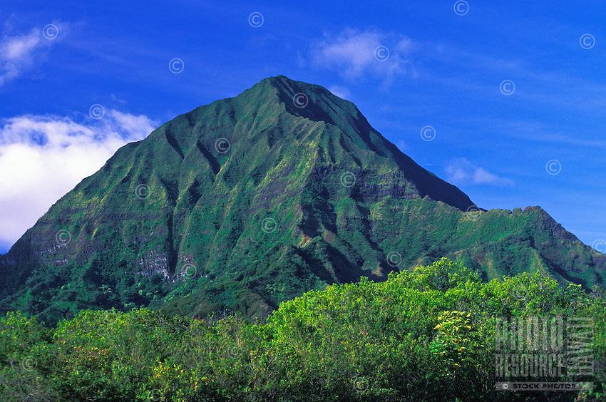 The majestic Koolaua Mountains located on the island of Oahu.