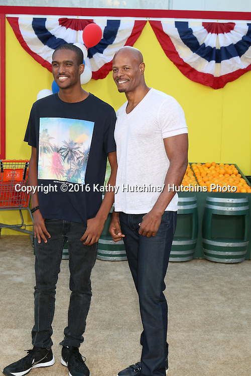 "LOS ANGELES - AUG 9:  son, Keenen Ivory Wayans at the ""Sausage Party"" Premiere at the Village Theater on August 9, 2016 in Westwood, CA"