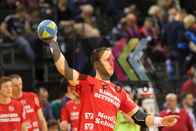 Flensburg, 02.12.15, Sport, Handball, DKB Handball Bundesliga, Saison 2015/2016, SG Flensburg-Handewitt-Rhein-Neckar L&ouml;wen :  Henrik Toft Hansen (SG Flensburg-Handewitt, #23)<br /> <br /> Foto &copy; PIX-Sportfotos *** Foto ist honorarpflichtig! *** Auf Anfrage in hoeherer Qualitaet/Aufloesung. Belegexemplar erbeten. Veroeffentlichung ausschliesslich fuer journalistisch-publizistische Zwecke. For editorial use only.