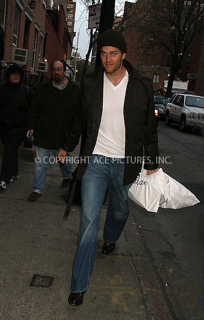 WWW.ACEPIXS.COM ** ** ** ....January 22 2008, New York City....New England Patriots Quarterback Tom Brady returning to Gisele Bundchen's West Village townhouse.....Please byline: Philip Vaughan -- ACEPIXS.COM.. *** ***  ..Ace Pictures, Inc:  ..tel: (646) 769 0430..e-mail: info@acepixs.com..web: http://www.acepixs.com