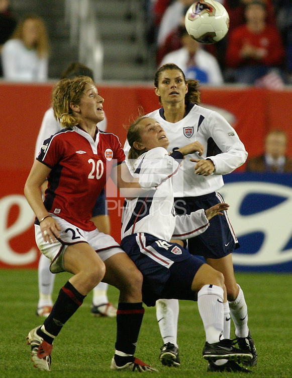 Tiffeny Milbrett v Lise Klavenes(Norway) 2003 WWC USA/Norway quarter final.