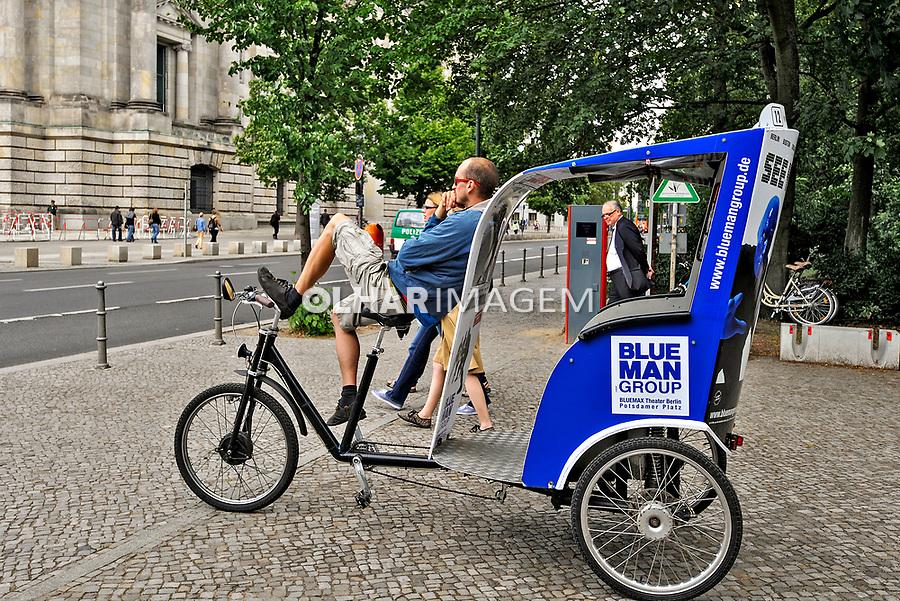 Trabalho  de bicicleta taxi, Berlin. Alemanha. 2011. Foto de Juca Martins.
