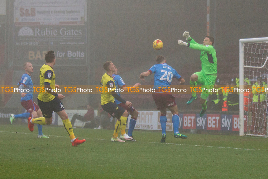 Goalkeeper Simon Eastwood of Oxford punches clear during Scunthorpe United vs Oxford United, Sky Bet EFL League 1 Football at Glanford Park on 26th November 2016