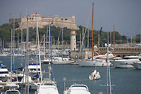 Europe/France/Provence-Alpes-Cote d'Azur/Alpes-Maritimes/Antibes : le port Vauban et son fort