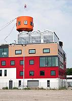 Nederland - Amsterdam - 2018.  Amsterdam Noord.  In een glazen kas bovenop een kantorencomplex huist HoogtIJ, een evenementenruimte met uitzicht over de skyline van Amsterdam. HoogtIJ is een plek waar natuur, cultuur en events op grote hoogte samenkomen.  Foto Berlinda van Dam / Hollandse Hoogte.
