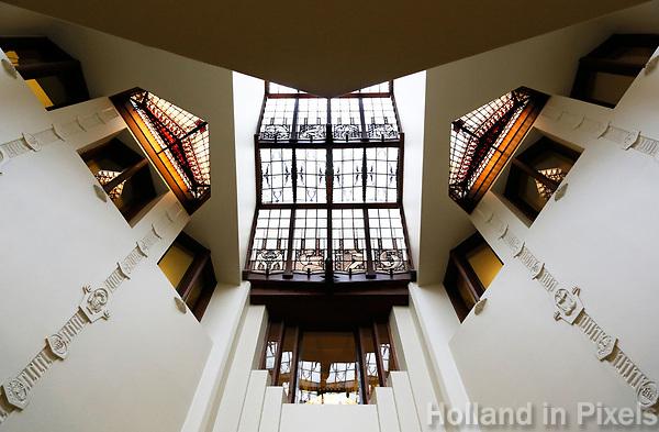 Nederland  Amsterdam - 2017.   Open Monumentendag. Het Scheepvaarthuis -  Grand Hotel Amrath. Het Scheepvaarthuis is ontworpen door J.M van der Mey. Trappenhuis.  Foto Berlinda van Dam / Hollandse Hoogte