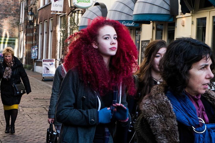 Nederland, Utrecht, 21 feb 2014<br /> Meisje, studente, met lang krullend rood geverfd haar loopt over straat. <br />  <br /> <br /> Foto(c): Michiel Wijnbergh