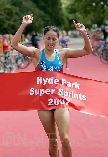 22 JUL 2007 - LONDON, UK - Erin Densham wins the womens final - Corus Elite Triathlon Series. (PHOTO (C) NIGEL FARROW)