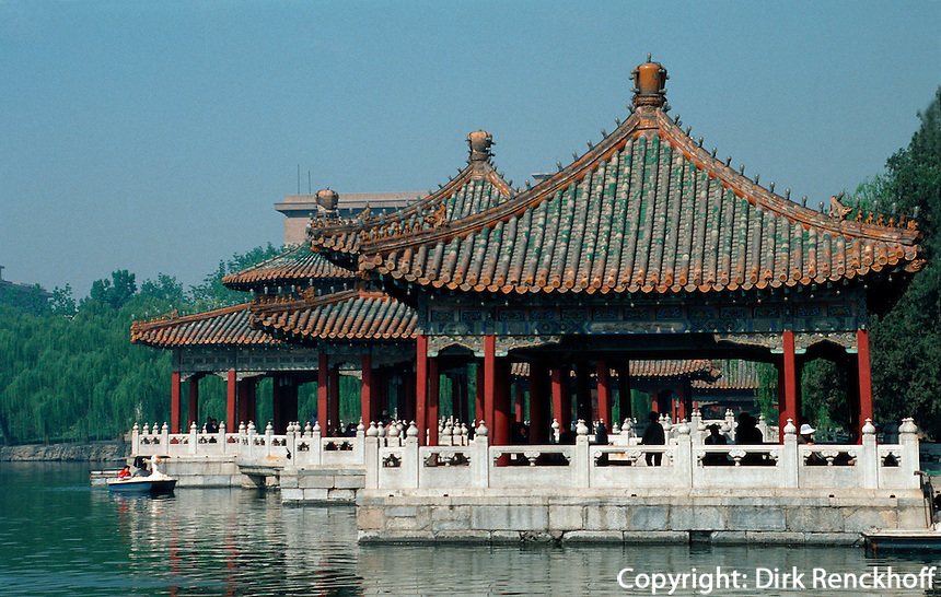 5-Drachen-Pavillon (Wu Long Ting) im Beihai-Park in Peking (Beijing), China