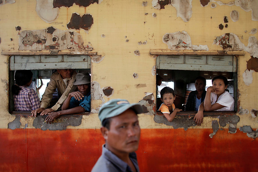 People traveling towards Yangon look through windows as the train stops at Danyingone Station December 2, 2011. Pro-democracy leader Aung San Suu Kyi welcomed on Friday renewed U.S. engagement with Myanmar, saying she hoped it would set her long-isolated country on the road to democracy.  REUTERS/Damir Sagolj (MYANMAR)