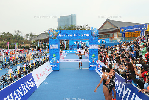 Yuichi Hosoda (JPN), <br /> SEPTEMBER 26, 2014 - Triathlon : <br /> Mixed Relay <br /> at Songdo Central Park Triathlon Venue <br /> during the 2014 Incheon Asian Games in Incheon, South Korea. <br /> (Photo by Yohei Osada/AFLO SPORT)
