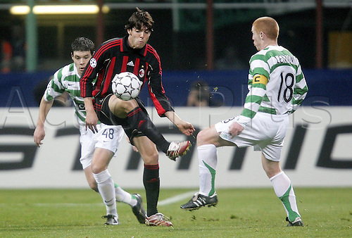 07.03.2007  Kaka (AC Milan) challenges with Neil Lennon (Celtic) and Darren O'Dea (Celtic Glasgow) -